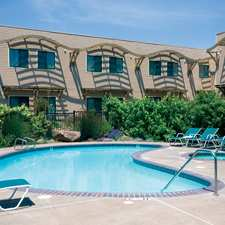 DoubleTree_by_Hilton_Hotel_Spa_Napa_Valley_American_Canyon_pool_225x225_FitToBoxSmallDimension_Center